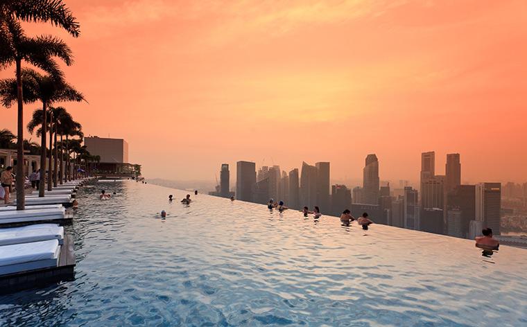 Göz kamaştırıcı sular: Akıl almaz yüzme havuzları olan 12 otel